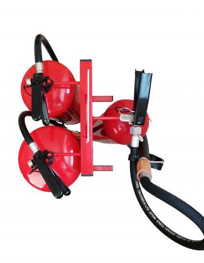 Тройна стойка за пожарогасители